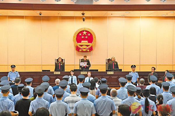 ■昨日,北京市一中院依法對丁寧、丁甸、張敏等26人進行判決。 新華社
