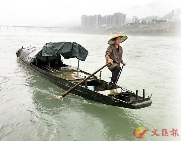 ■曾二來在烏江打魚的20多年裡,先後救過58名落水者,打撈起百餘噸江上垃圾。 網上圖片