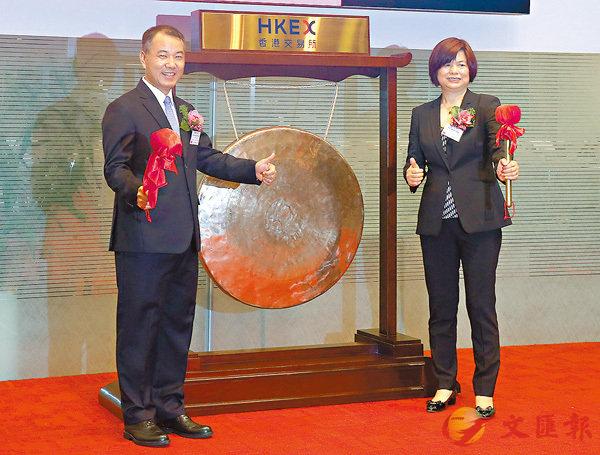 ■BHCC 昨掛牌,主席及執行董事楊新平(左)與執行董事韓玉英主持上市儀式。莫雪芝  攝
