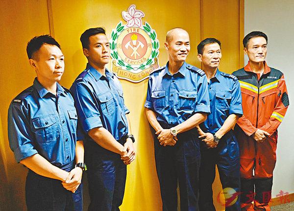 ■消防員昨日分享驚險救援過程。香港文匯報記者梁祖彝  攝