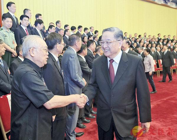■9月6日,全國政協主席俞正聲在北京會見政協第十二屆全國委員會優秀提案和先進承辦單位獲獎代表並講話。 新華社