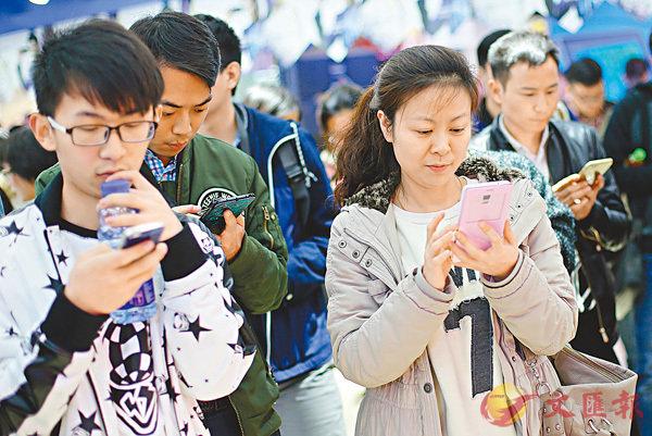 ■有調查發現,15歲至34歲人士認為「網上媒體」比「收費報章」更具影響力。 資料圖片