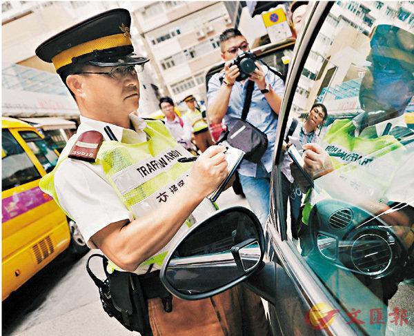 ■全港反違例泊車行動,7月已發出15萬張告票。 香港文匯報記者梁祖彝 攝