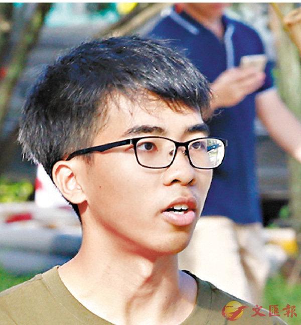 ■李同學認為「港獨」橫額既然違規,理應拆除。香港文匯報記者潘達文  攝