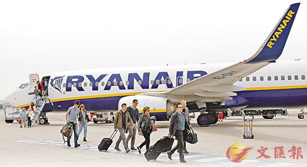 ■歐洲大型廉航公司瑞安航空由於機師短缺,宣佈取消2萬航班,全歐近75萬名乘客受影響。 美聯社