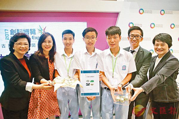■麥鄧碧儀(右一)表示,當日討論如何攜帶蠶蟲進入太空,面對很多困難,一度考慮放棄。香港文匯報記者莫雪芝 攝