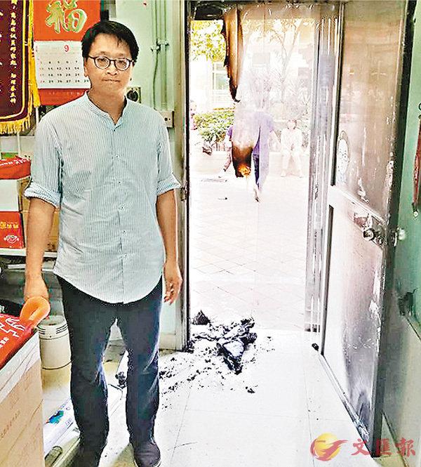 鄧家彪東涌辦遭縱火毀門 (圖)