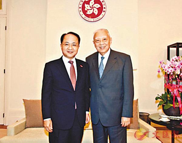 ■王志民(左)拜會董建華。中聯辦網站圖片