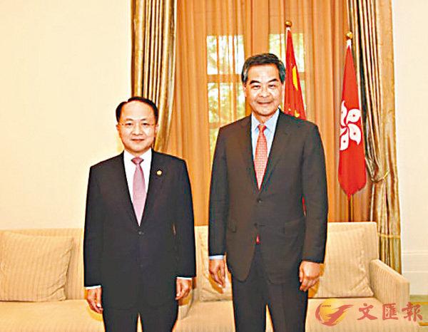 ■王志民(左)拜會梁振英。 中聯辦網站圖片