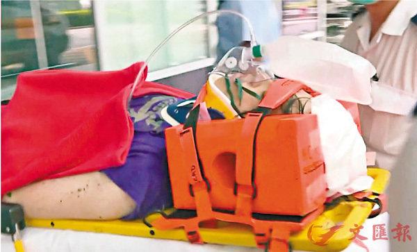 ■懷疑弒母後墮樓男子重傷送院救治。電視截圖