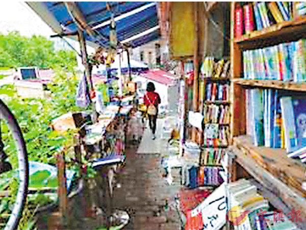 ■無人書店裡的書多得都堆積到了走廊上。 網上圖片