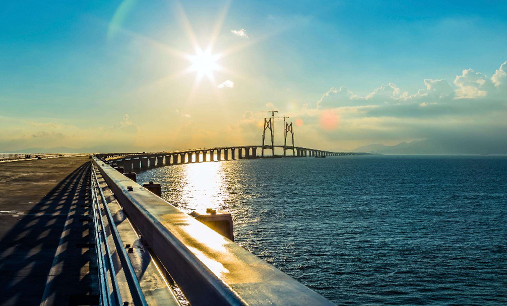 港珠澳大橋4000餘名建設者趕工保年底通行