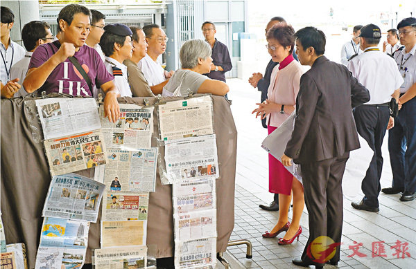 ■市民趁特首林鄭月娥出席行政會議時請願,表達對施政報告的期望。 香港文匯報記者梁祖彝 攝