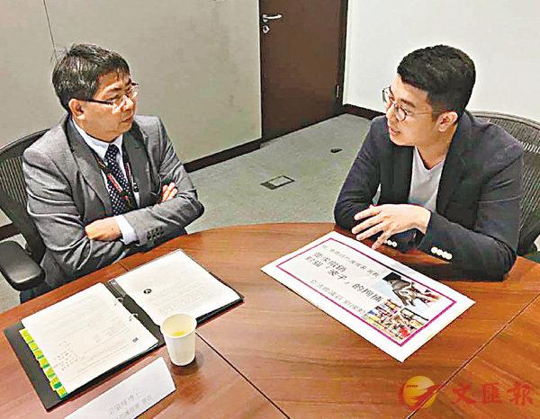 ■劉國勳(右)昨日就貓店長「波子」被預約拘捕一事與漁護署官員會麵。 劉國勳供圖