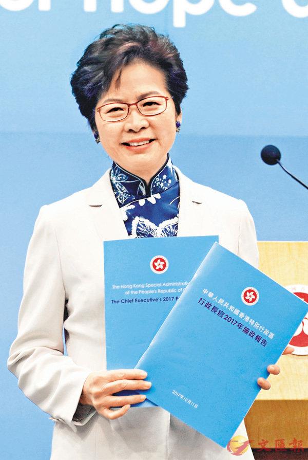 行政長官林鄭月娥昨日發表首份施政報告,隨後在政府總部會見傳媒。 香港文匯報記者劉國權  攝