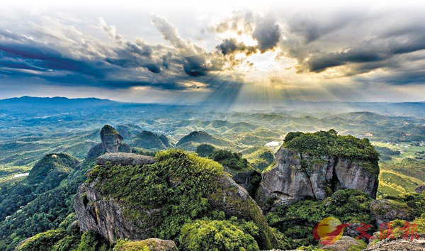 ■阿婆六村的霞光和雲海風光令人震撼。