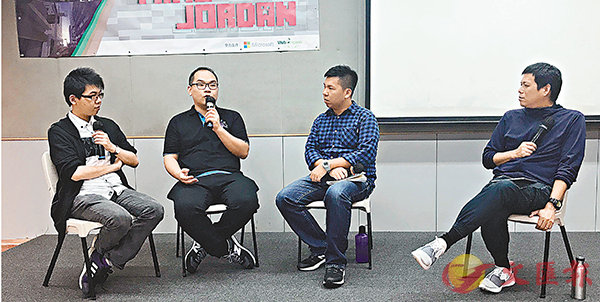 ■左起:阿翼、Andrew、社工林先生、突破創路坊負責人馮文傑。香港文匯報記者陳文華 攝