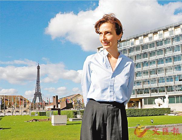 ■法國前文化部長阿祖萊為教科文組織新一任總幹事,背後建築為教科文組織總部。 路透社