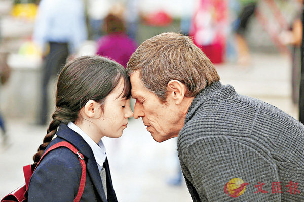 ■威廉迪福飾演一名為家人盡心盡力的父親及外公的角色。