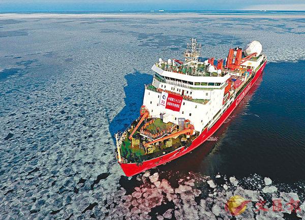 ■中國將加速構建南北極監測網,升級現有南北極考察站。圖為「雪龍號」停泊在羅斯海維多利亞地特拉諾瓦灣。 資料圖片