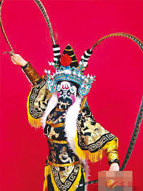 ■薛巧萍表演的「耍牙」與川劇「變臉」相齊名,並稱為「西臉東牙」。網上圖片