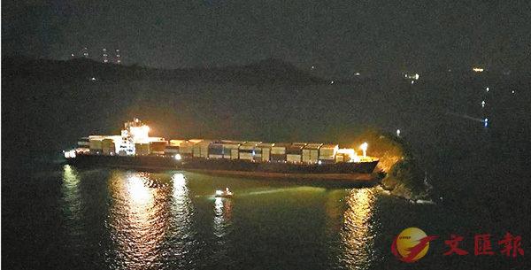 ■肇事貨櫃船剷撞火藥洲後擱淺,事故中無人受傷。