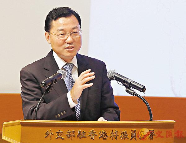 ■謝鋒向駐港外國商會和跨國公司代表宣介十九大。 香港文匯報記者潘達文  攝