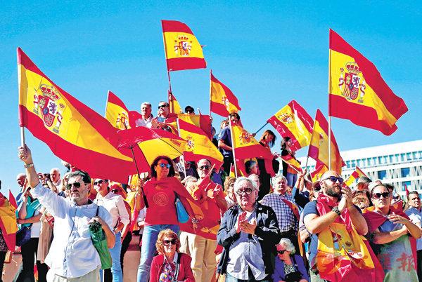 ■西班牙示威者反對加泰羅尼亞獨立。 資料圖片