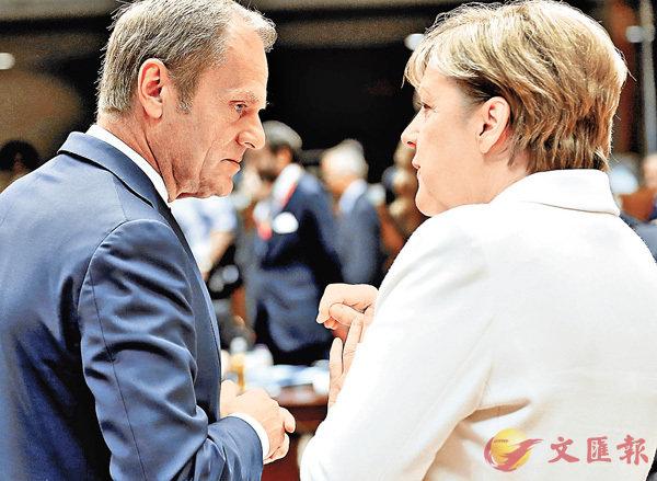 ■歐盟理事會主席圖斯克(左)與德國總理默克爾拒認加泰獨立。 資料圖片