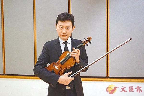 ■陳曦帶同1690年製作的古董小提琴Pietro Guarneri of Mantua來港。 張岳悅  攝