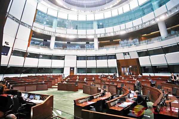■立法會一連3天辯論施政報告致謝議案,最終在昨日獲大比數通過。 香港文匯報記者劉國權  攝