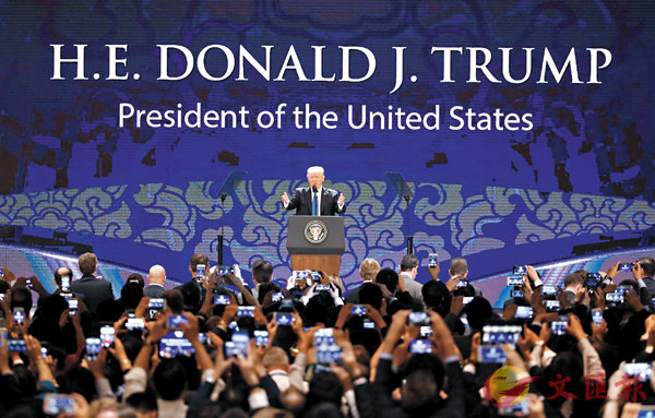 ■特朗普在峴港向工商界領袖發表演說。 法新社/路透社
