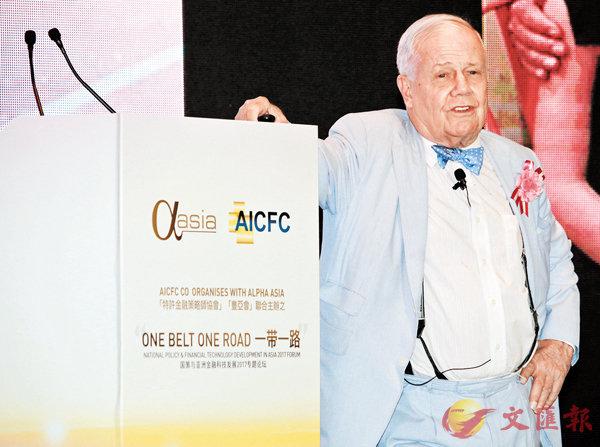 ■「商品大王」羅傑斯在昨日出席專題論壇時全面唱好中國。香港文匯報記者彭子文  攝