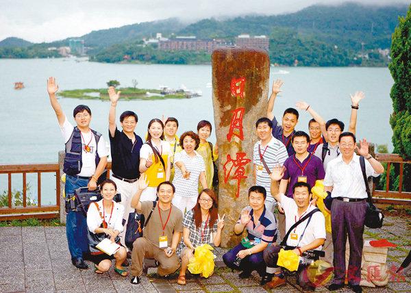 ■大陸崛起,台灣可順勢發展。圖為大陸遊客遊覽日月潭。 資料圖片