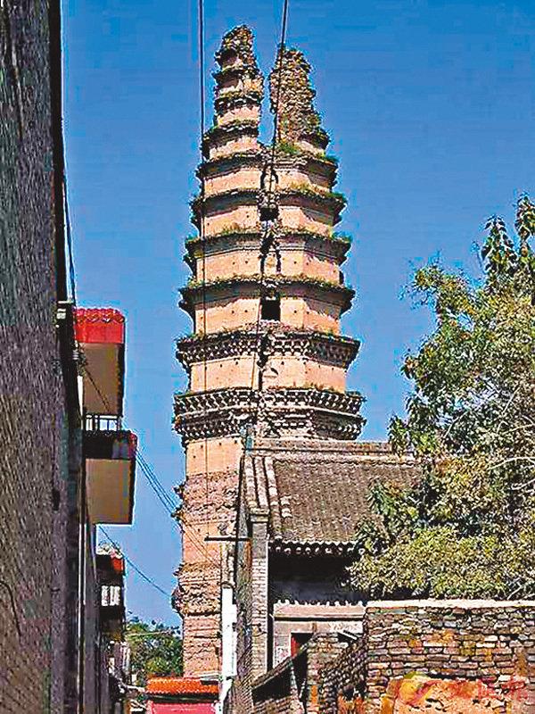 ■修復前的「裂塔」。網上圖片
