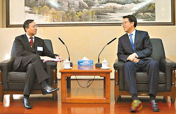 ■張曉明(右)會見大律師公會訪京團。 國務院港澳辦圖片