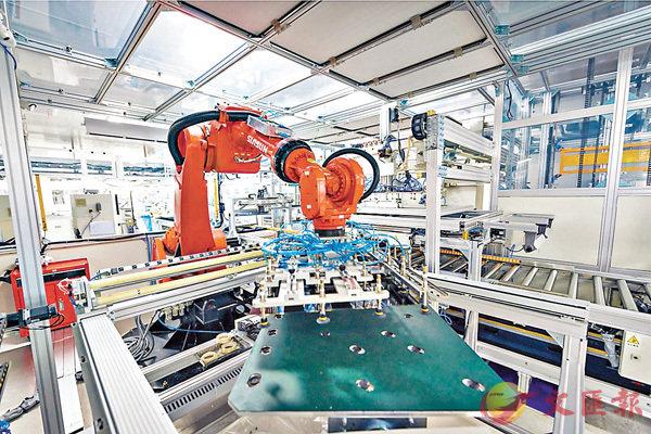 ■海信集團昨宣佈以129.16億日圓購入東芝95%股權。圖為海信智能工廠。