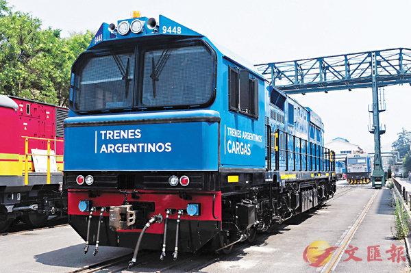 ■中車大連出口阿根廷首台貨運機車。香港文匯報遼寧傳真