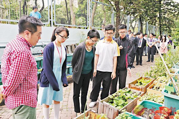 ■校園的植物是使用由廚餘製成的有機肥料種植,既可減少廚餘,又可美化環境。 作者供圖