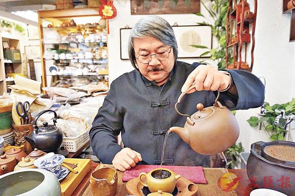 ■葉惠民多年來以多種方式推廣茶文化。張岳悅 攝