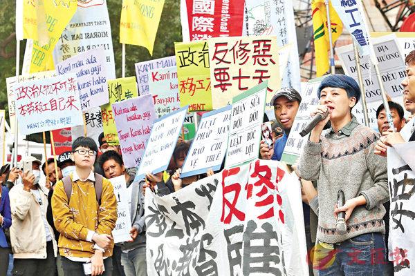 ■台灣「行政院長」賴清德上台後擬再次修訂《勞基法》,引起勞工團體的抗議, 並爆發衝突。 中央社