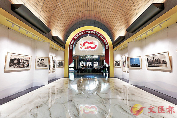 ■「筆潤時代•圖開新境──中國美術作品2017年香港展」現於中銀大廈展出  (主辦方提供)