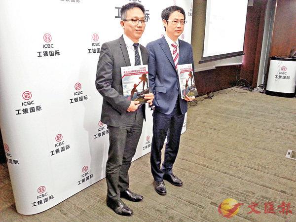 ■工銀國際研究部副主管涂振聲(左)表示港股明年可再升逾15%。  香港文匯報記者岑健樂  攝