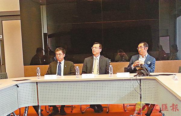 ■林廣成(中)指,提高港人使用新科技的信心,可推進香港現時較落後的創科與電商發展。 香港文匯報記者岑健樂  攝