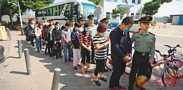 ■廣東邊防查獲一批外籍偷渡人員。廣東邊防供圖