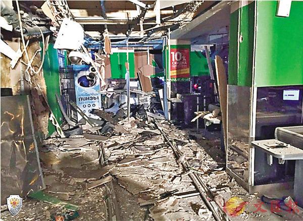 ■超市被嚴重炸毀,滿地碎片。 路透社