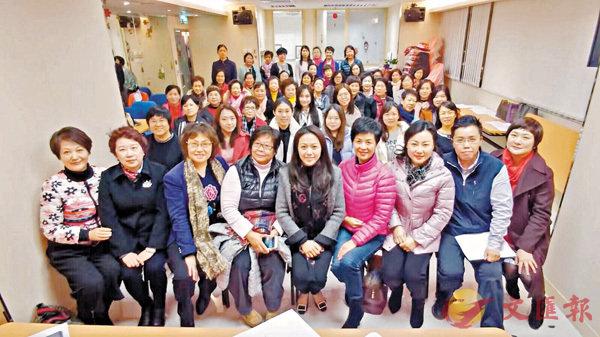 ■香港島婦女聯會新一屆執委會主要成員合影。