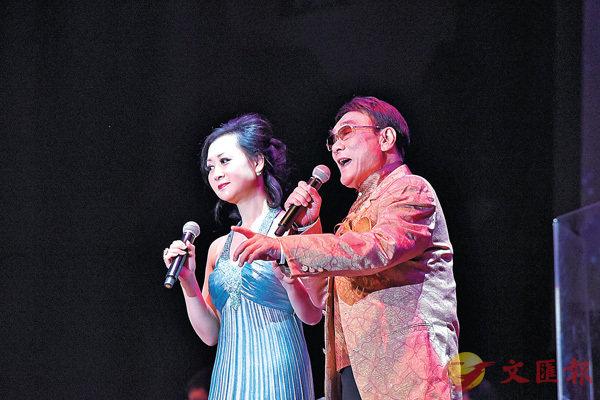 ■譚炳文與女兒譚淑瑩首次同台演唱。