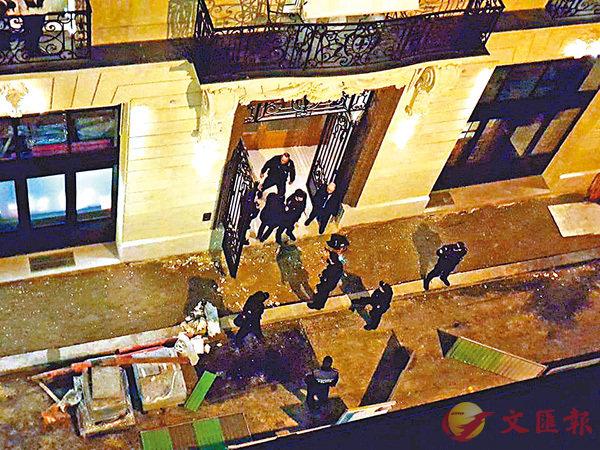 ■巴黎麗思酒店一家珠寶店遭持械行劫。 路透社