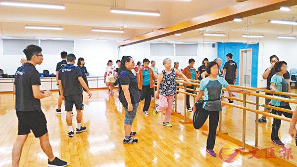 ■王韻然(中)參加「健體班」。 港專供圖